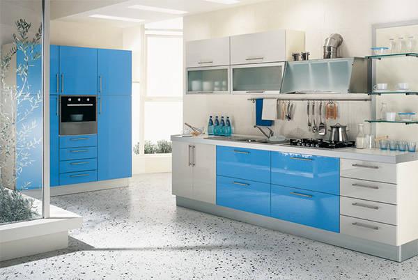 Niebiesko biała kuchnia